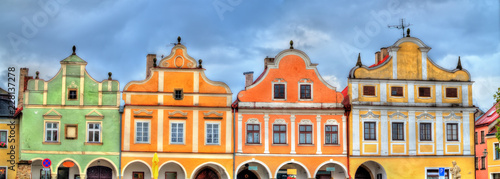 In de dag Centraal Europa Traditional houses on the main square of Telc, Czech Republic
