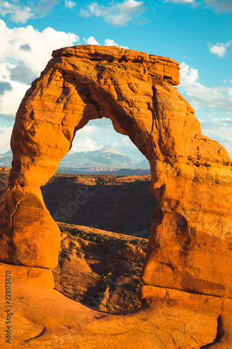 Spoed Foto op Canvas Verenigde Staten Classic view of famous Delicate Arch at sunset, Utah, USA