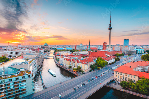 Spoed Foto op Canvas Centraal Europa Berlin skyline with Spree river at sunset, Germany