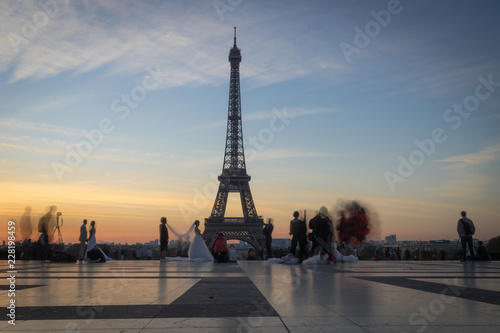 Printed kitchen splashbacks Eiffel Tower Paris, France - 10 13 2018: View of the Eiffel Tower from The Trocadero at sunrise