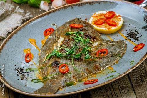 Obraz na plátne fried flounder on a plate