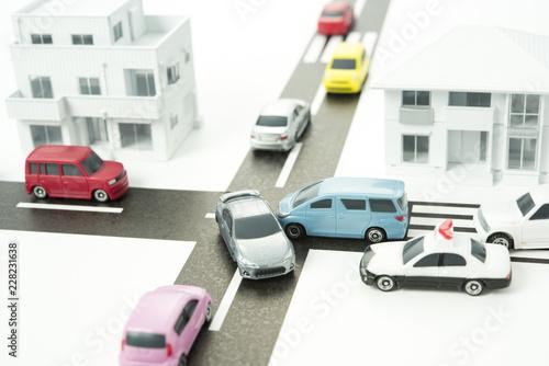 住宅街での交通事故イメージ