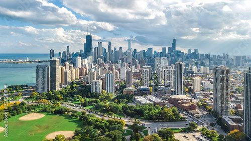 Poster Lieux connus d Amérique Chicago skyline aerial drone view from above, lake Michigan and city of Chicago downtown skyscrapers cityscape from Lincoln park, Illinois, USA
