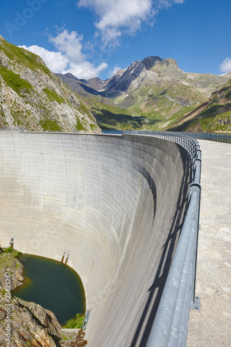 Tuinposter Dam Llauset dam in Aragon. Hydroelectric energy power. Trekking route