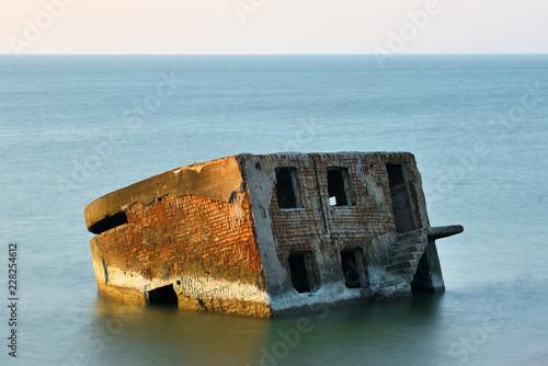 Keuken foto achterwand Historisch geb. Ruins of bunker on the beach
