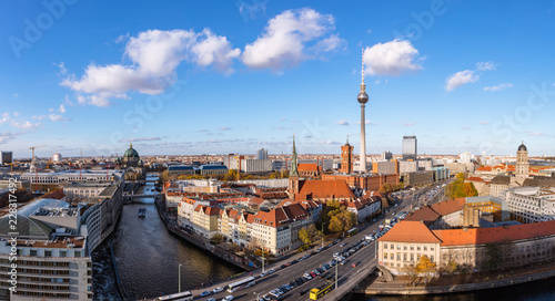 Photo sur Toile Europe Centrale Berlin City Skyline Panorama am Tag mit Fernsehturm