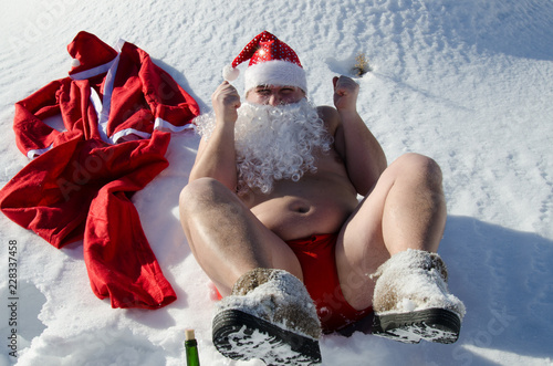 Fotografia, Obraz  Drunk Santa. Snow and winter.