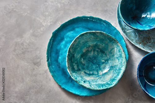 Canvas Print Porcelain blue bowls and plates on a gray table