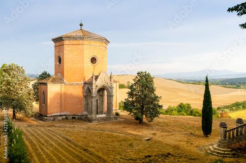 Photographie  A Chapel near Siena in Tuscany, Italy