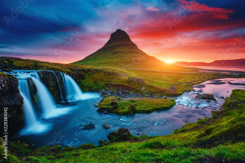 obraz dibond Fantastic evening with Kirkjufell volcano. Location famous place Kirkjufellsfoss waterfall, Iceland, Europe.