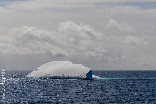 Poster Antarctica Antarctic seascape with iceberg