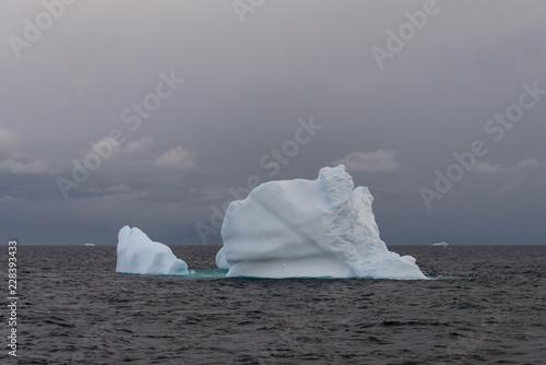Tuinposter Antarctica Antarctic seascape with iceberg