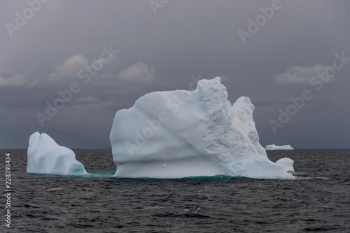 Foto op Aluminium Antarctica Antarctic seascape with iceberg