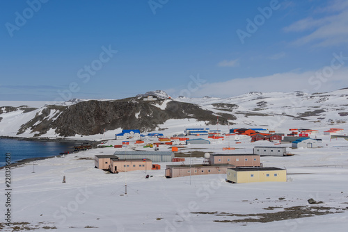 Foto auf Gartenposter Antarktis Bellingshausen Russian Antarctic research station on King George island