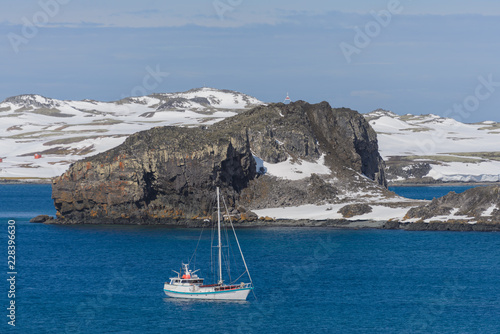 Foto op Plexiglas Antarctica Sailing yacht and iceberg in antarctic sea