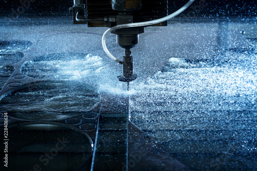 Carta da parati Water jet industrial machine cutting steel plate