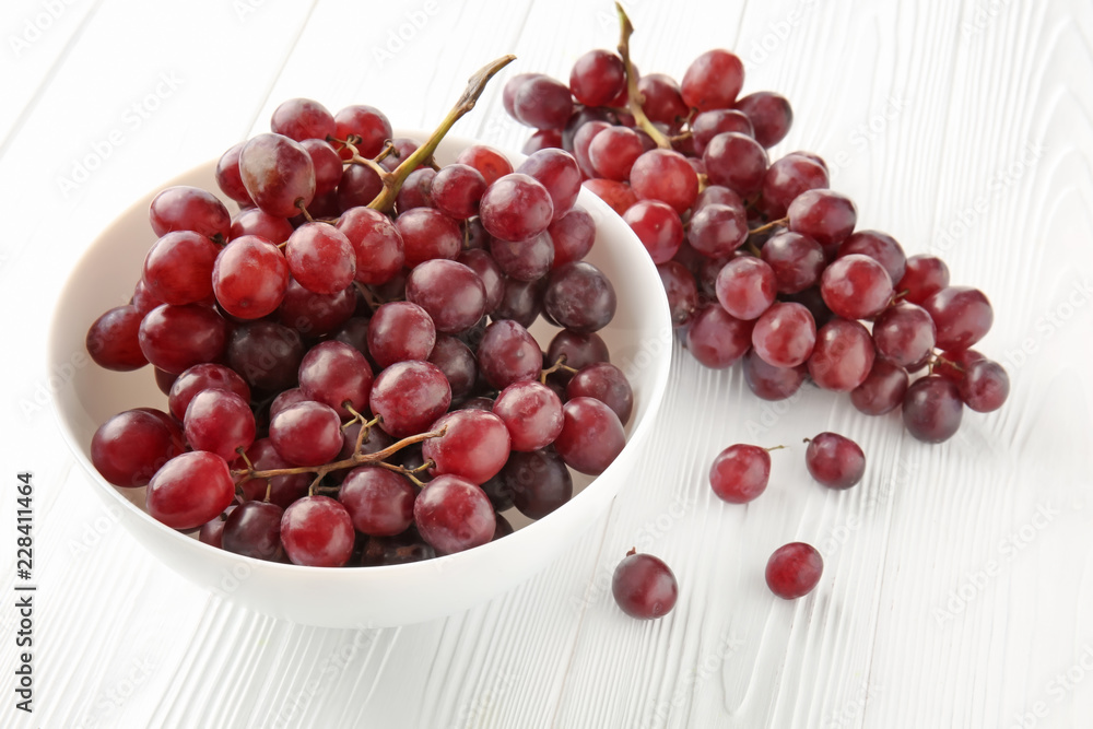 Fototapety, obrazy: Bowl with sweet grapes on white wooden table