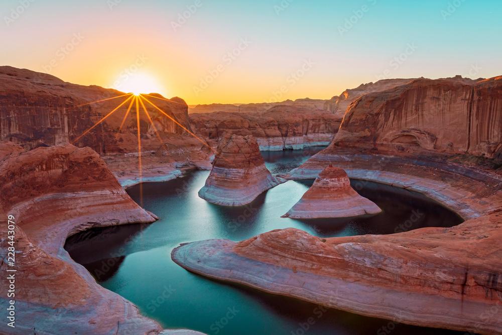 Sunrise at Lake Powell in the Utah desert, USA.