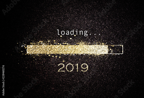 Foto  Computer screen with loading bar for 2019