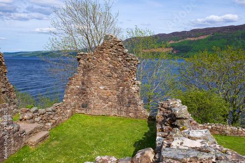 In de dag Rudnes Die Ruine von Urquhart am Loch Ness in den Highlands von Schottland