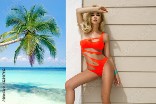 Obraz Beautiful, sexy woman in bikini posing on the caribbean beach. - fototapety do salonu