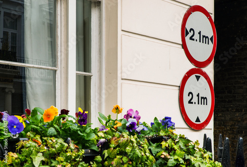 Fotografija  Signs in London street - Width and height of vehicles not more than 2