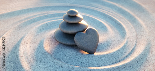Photo sur Plexiglas Zen pierres a sable Turm aus Kieselsteinen mit Kiesel in Herzform