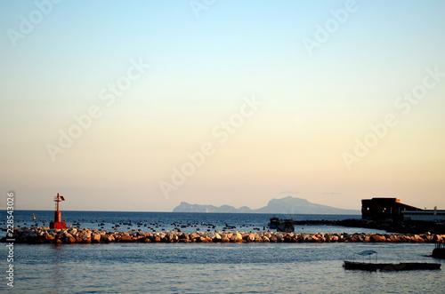 Hafen in Neapel in der Dämmerung