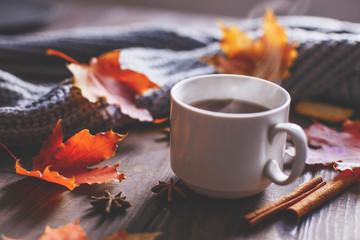 Coffee mug with autumn mapl...
