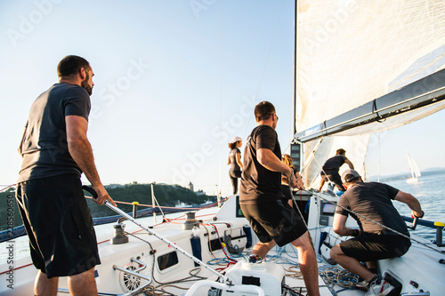 Carta da parati  Team athletes Yacht training for the competition