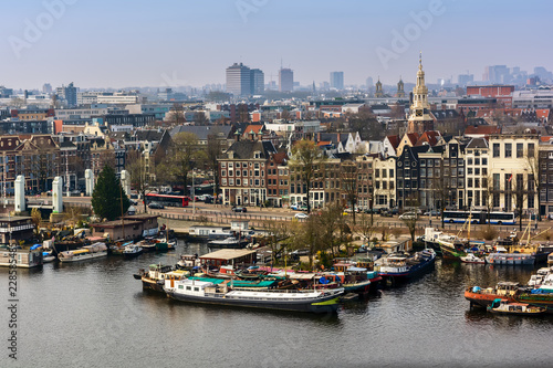 Photo  AMSTERDAM, NETHERLANDS - APRIL 10, 2018: Amsterdam skyline cityscape from the Oosterdok in the Netherlands