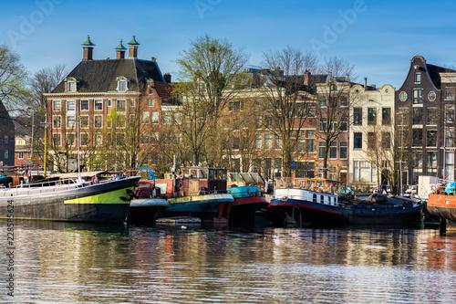 Tuinposter Schip Amsterdam Oosterdok cityscape