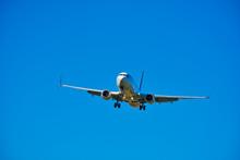 Boeing 737 Commercial Jet Flig...