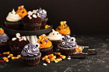 Halloween Cupcakes With Decora...