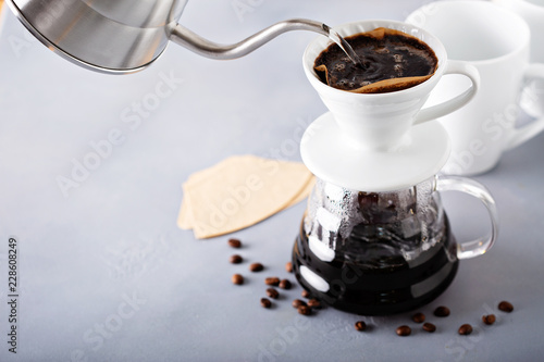 Fotomural  Pour over coffee being made