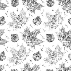 Panel Szklany Podświetlane Czarno-Biały Black and white vector seamless pattern with leaves stamps. Autumn natural grunge background.