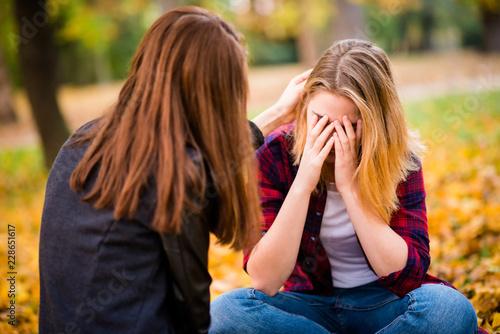 Fotografie, Obraz  Big problem - talk with friend