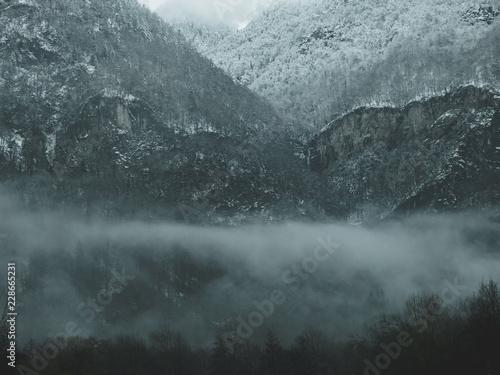 Fototapety, obrazy: Montagnes sur le brouillard