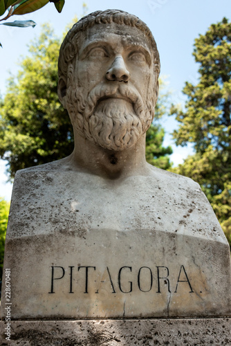 Papiers peints Con. ancienne Pythagoras von Samos Büste im Park der Villa Borghese , Rom