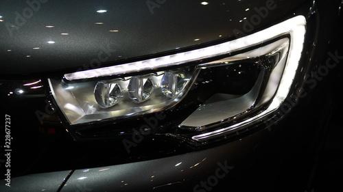 Obraz headlight of a car - fototapety do salonu