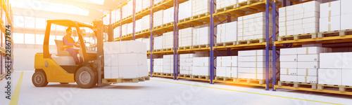 Stampa su Tela Logistik von Spedition mit Gabelstapler in Lagerhalle