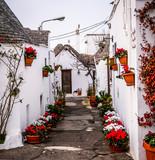 słynna wioska Trulli w Alberobello, Apulia - 228678849