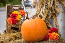 Halloween Pumpkin And Hay Deco...