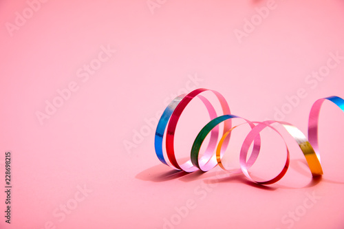 In de dag Carnaval holiday ribbons and confetti