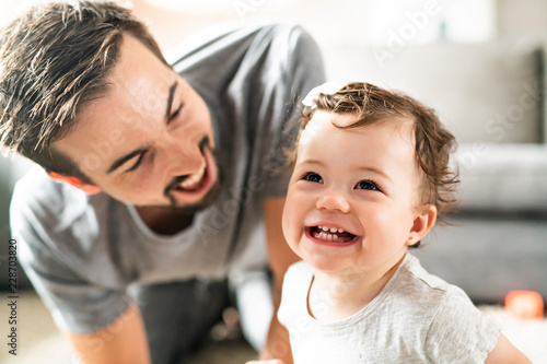 Obraz Happy young father playing with little daughter - fototapety do salonu
