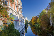 Leinwandbild Motiv Herbst am Isekanal in Hamburg Eppendorf entzerrt