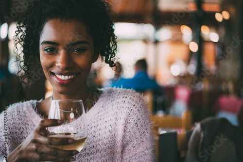 Obraz na plátne Black woman drinking wine