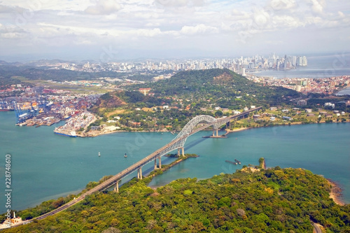 Cuadros en Lienzo  Aerial view of the Bridge of the Americas at the Pacific entrance to the Panama Canal with Panama City in the background