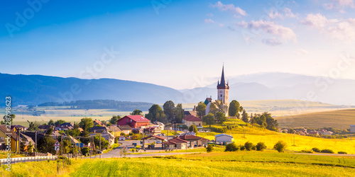 Photo  Beautiful landscape of valley in Slovakia mountains, houses in village, rural scene