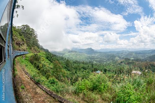 Fotografía  Train journey through scenic highlands of Sri Lanka.